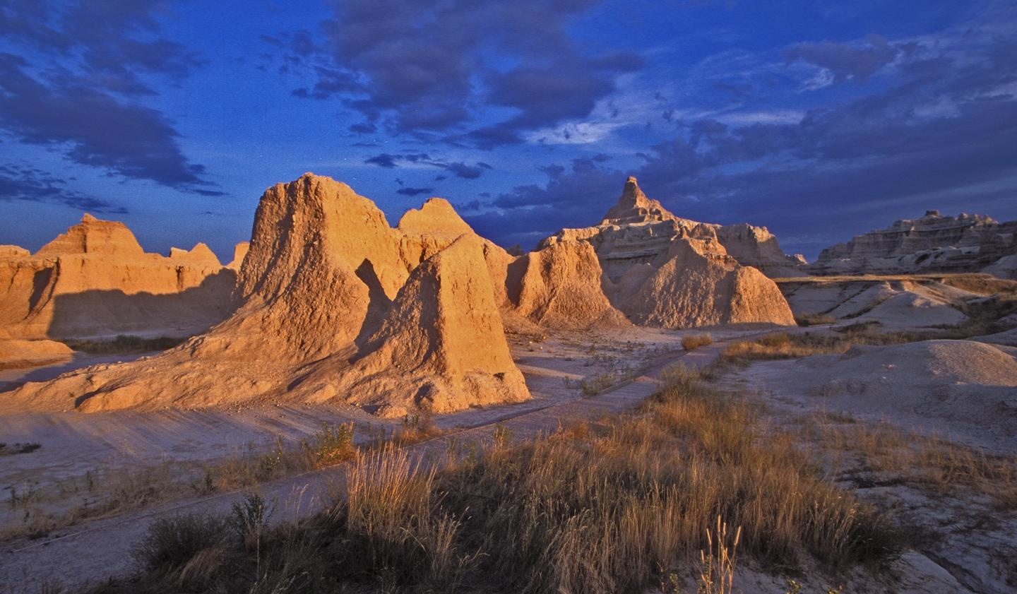 Scenic Drives South Dakota Road Trip Planner with Stops