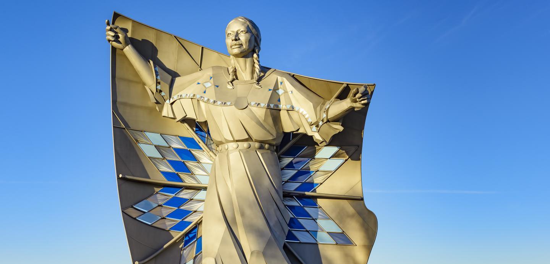 Dignity statue, Chamberlain