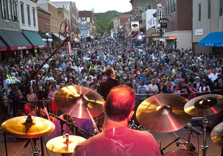deadwood events free concerts main street