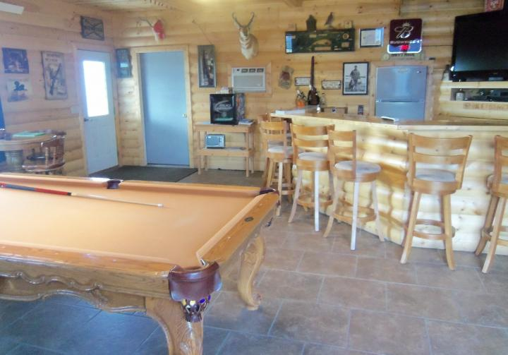 The TNT Hunting Lodge Bed And Breakfast Is Located One Mile Outside Of Platte Near Missouri River Sleeps 13 People Includes