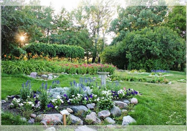 Shakespeare Garden & Anne Hathaway Cottage - South Dakota - Travel ...