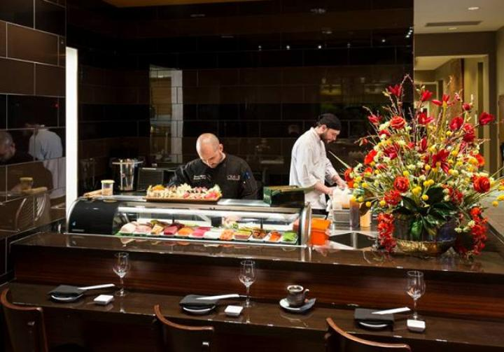 the american sushi bar Today, the american palate is more sophisticated than ever, and as a result, sushi's popularity continues to soar  whether you decide to be in the chef's hands at the sushi bar or order à.